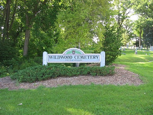 The entrance sign of Wildwood Cemetery in the summertime.